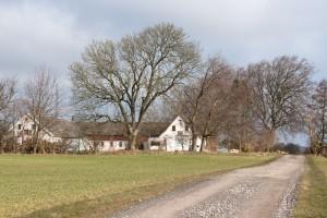 Fotograf Peter Dahlerup Fredensborg har studie på denne gård på adressen Oldveje 5 i Lønholt