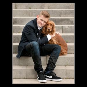Konfirmand Nikolaj med sin hund