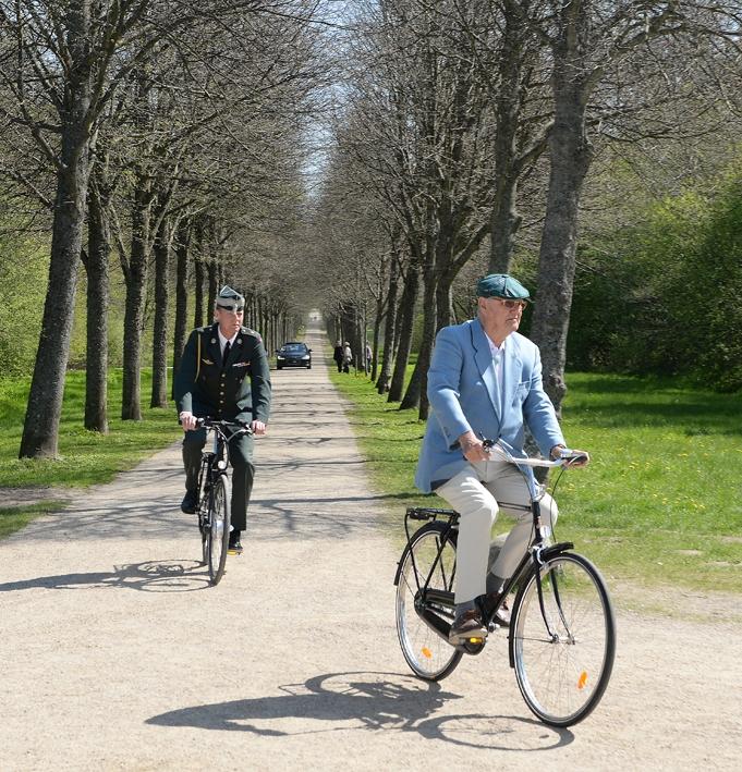 Prins Henrik på cykel via Skipper Allé