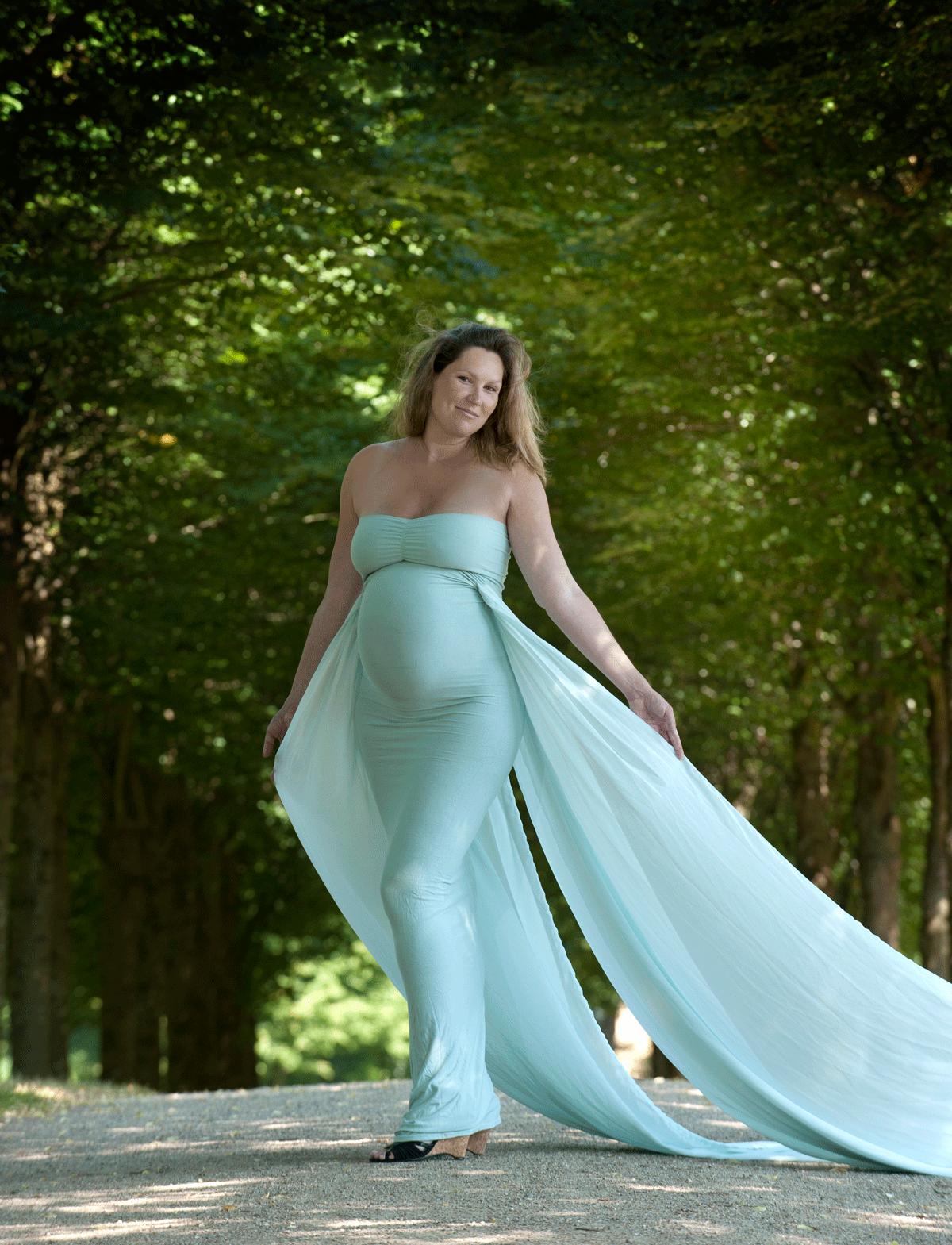 Elegant gravidkjole til fotografering