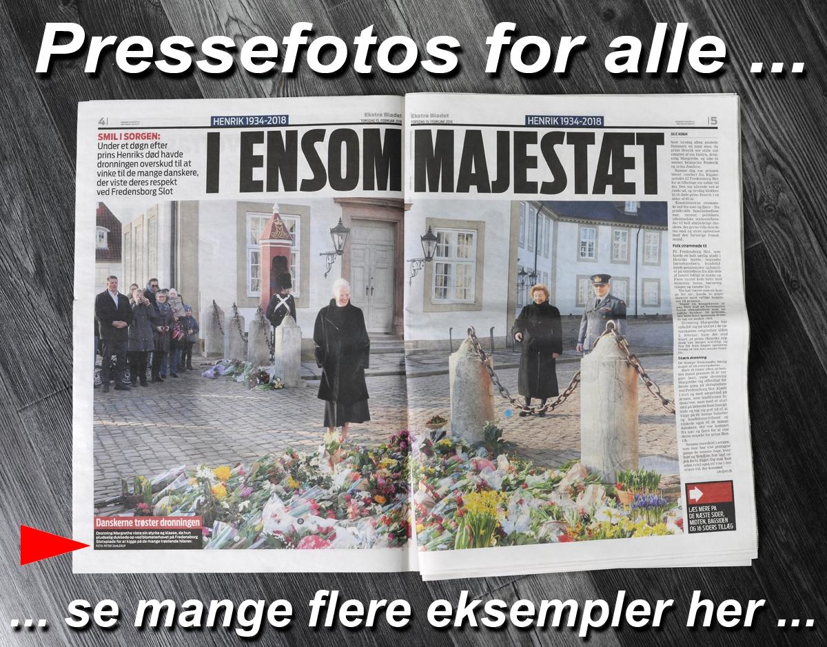 EB-Ekstra-Bladet-Dronning-Margrethe-på-slotspladsen-Fredensborg-Slot-fotograf-Peter-Dahlerup
