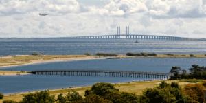 Amager Strandpark og Øresundsbroen på dette illustrationsbillede til Arkitektgruppen i Odense fotograferet af erhvervsfotograf Peter Dahlerup som kommer overalt i København og i hele Nordsjælland