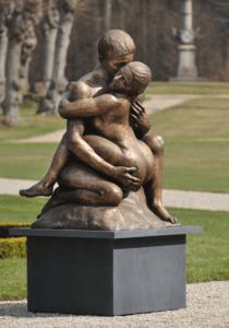 """Skulpturen """"Kyset"""" lavet af Prins Henrik som gav lov til at fotograf Peter Dahlerup fik særlig tilladelse til at fotografere den til Uge-Nyt"""