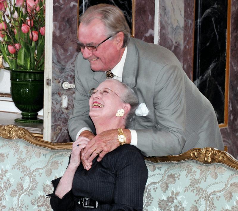 Regentparret-omfavnelse-foto-Peter-Dahlerup-pressefoto-pressekort-pressefotograf