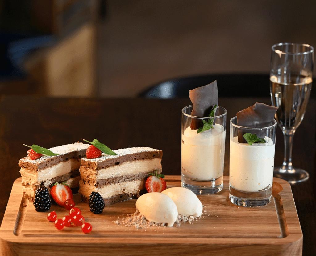 billede-af-dessert-paa-asminderod-kro-fredensborg-copenhagen-denmark-fotograf-peter-dahlerup
