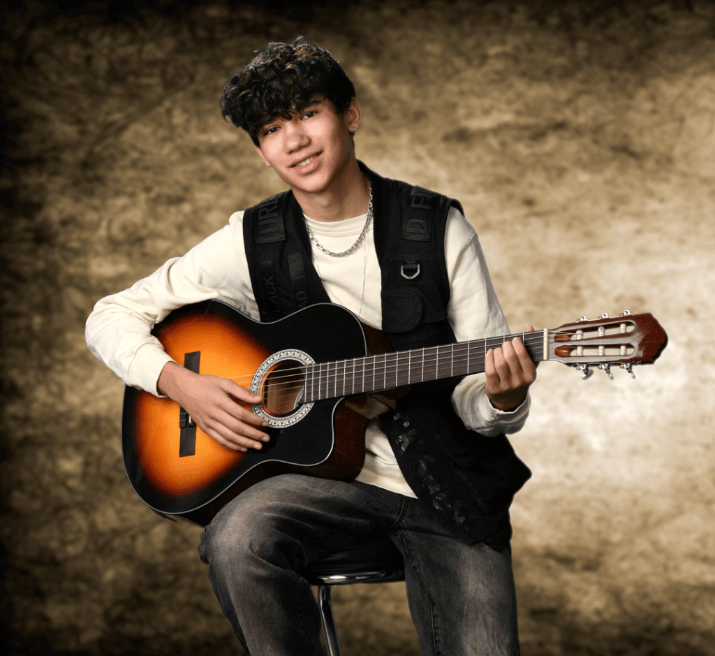 portraet-green-screen-portait-musiker-guitar-mikkel-copenhagen-denmark-peter-dahlerup-fotografi